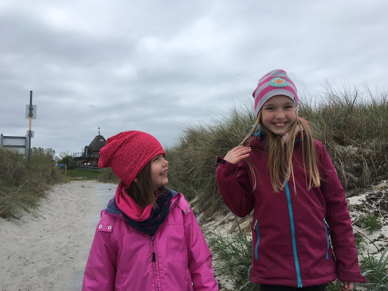 Kinder am Gruener Brink Strand Fehmarn