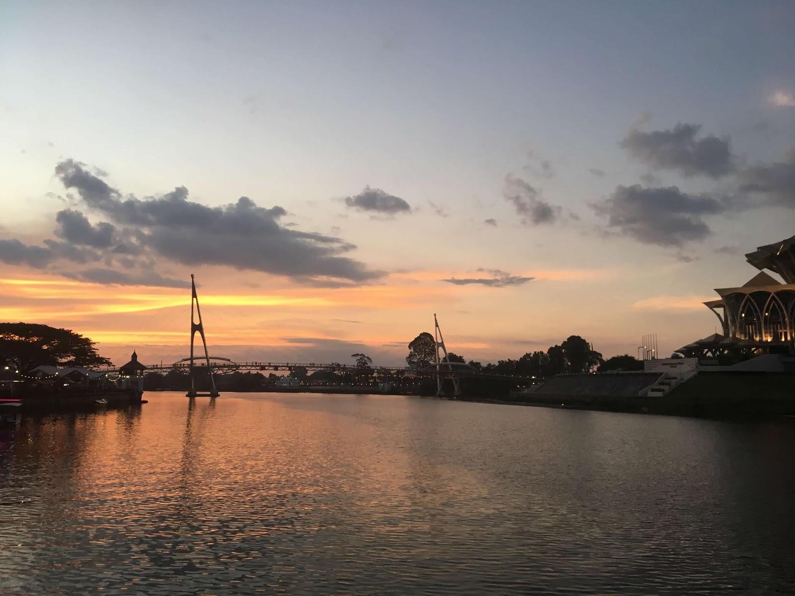 Abend am Sarawak River in Kuching