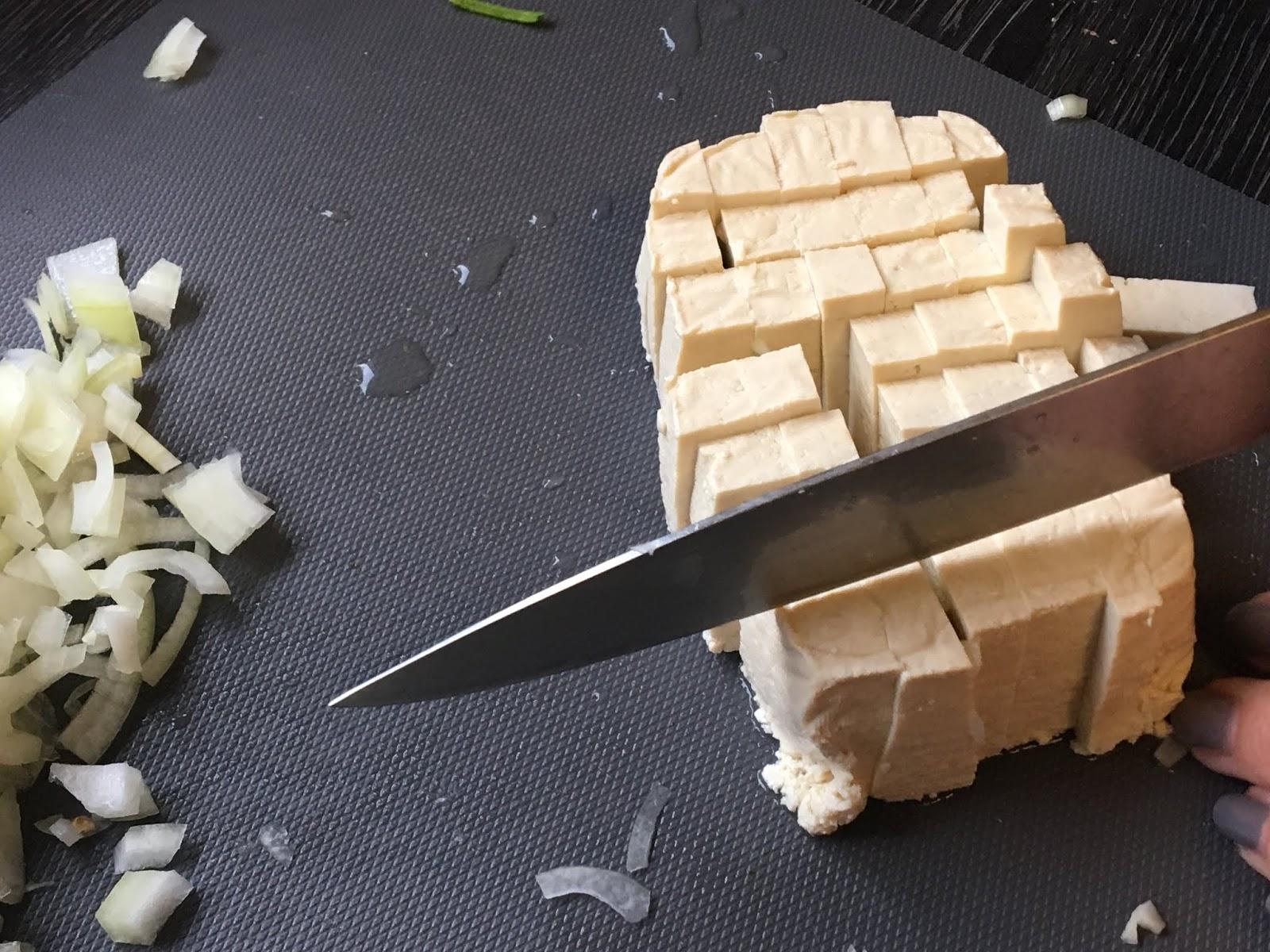 Quinoa-Bulgur-Pfanne mit Zoodles und Tofu