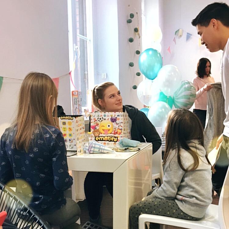 Maerchenkinder Kinderbetreuung auf der HashMag Family Lounge